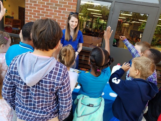A Clorox employee volunteer brings hands-on science into Atlanta-area schools